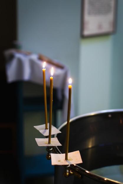 Atributos de un sacerdote ortodoxo para el bautismo. Foto Premium
