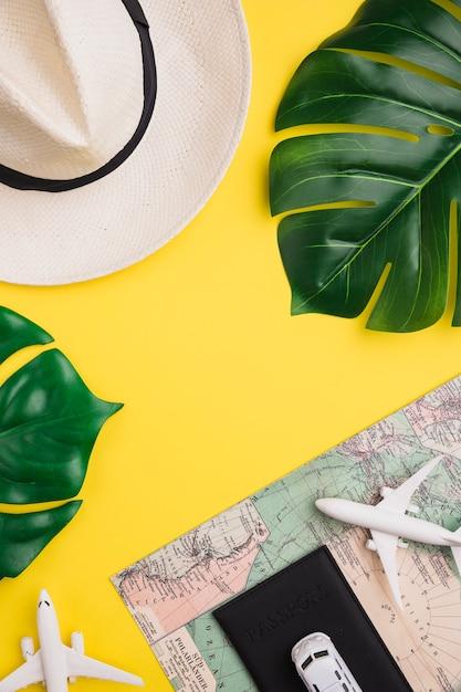 Atributos de vacaciones de verano Foto gratis