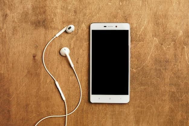 Auriculares intrauditivos con teléfono inteligente Foto Premium