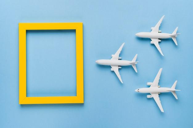 Aviones volando a destino Foto gratis