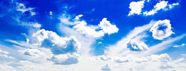 Azul cielo nublado Foto gratis