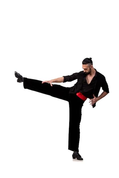 Bailarín hombre bailando danzas españolas aisladas Foto Premium