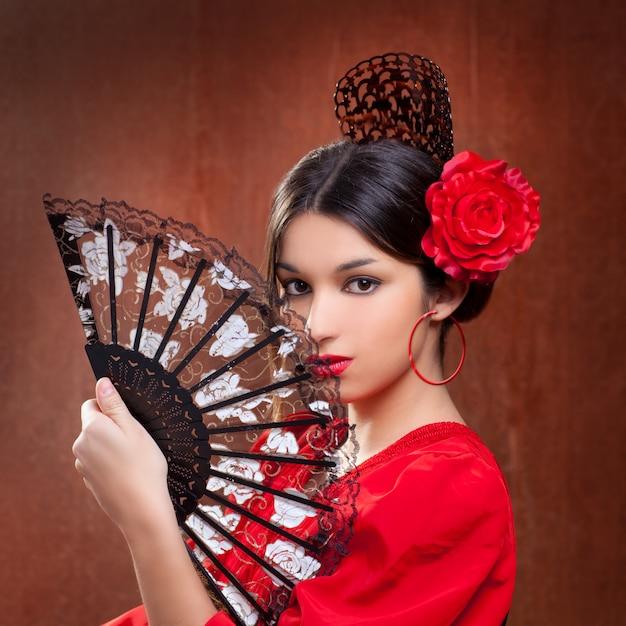 c2d4be049 Bailarina de flamenco mujer gitana rosa roja española fan. Foto Premium