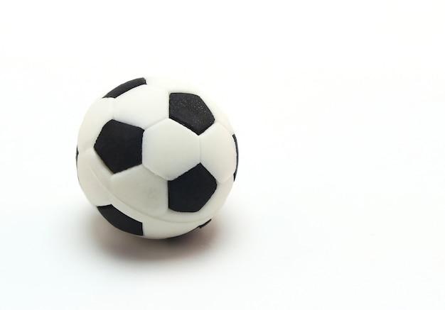 Balón de fútbol sobre fondo blanco  0cc6107885be1