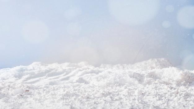 Banco de nieve y copos de nieve. Foto gratis