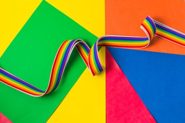 Banda ondeante en colores lgbt. Foto gratis