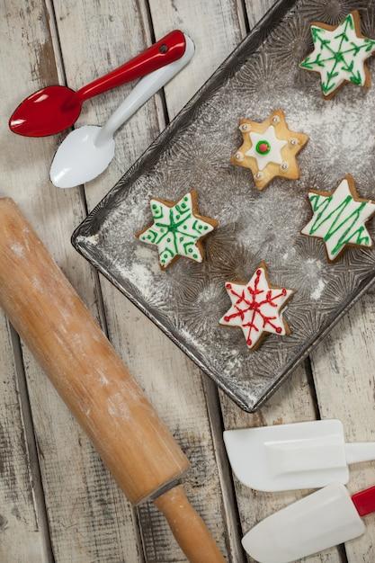 Bandeja con galletas de navidad reci n hechas descargar for Bandejas de navidad