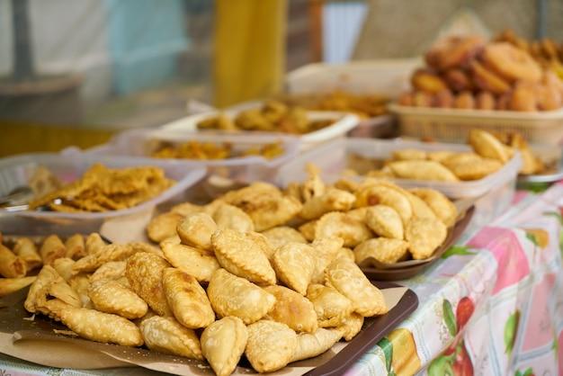 Bandeja con empanadas Foto gratis