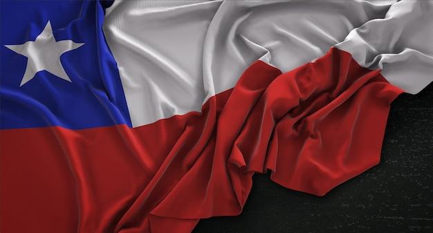 Bandera de chile arrugado sobre fondo oscuro 3d render Foto gratis