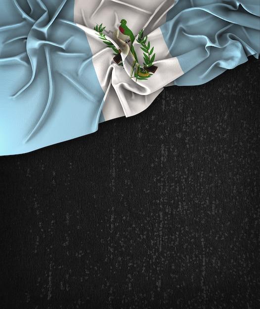Bandera de guatemala vintage en una pizarra negra del grunge con el espacio para el texto Foto Premium