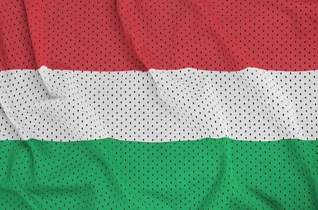 Bandera de hungría impresa en una malla de nylon y poliéster Foto Premium