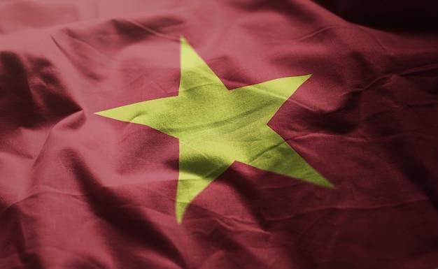 Bandera de vietnam arrugada de cerca Foto Premium