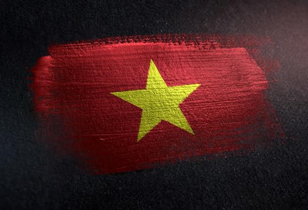 Bandera de vietnam hecha de pintura de pincel metálico en la pared oscura de grunge Foto Premium