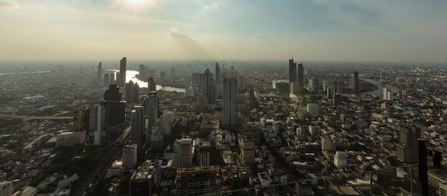 Bangkok tailandia polvo polución del aire en las grandes ciudades por encima de la noche ve Foto Premium