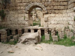 baños romanos antiguos en Perge, Perge