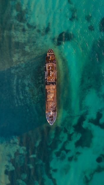 Barco abandonado Foto Premium