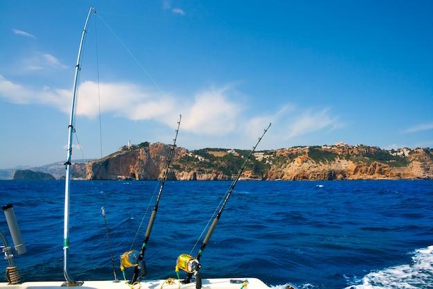 Barras de pesca de pesca de arrastre en cabo cabo nao mediterráneo Foto Premium