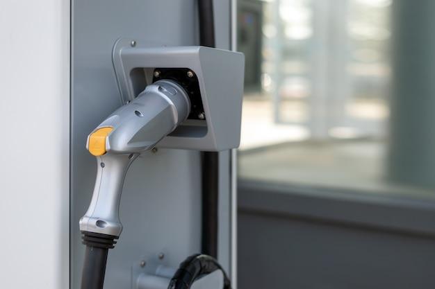 Batería cargador de primer plano para el coche eléctrico Foto Premium