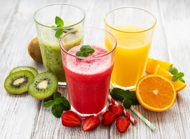 Batidos de frutas saludables Foto Premium