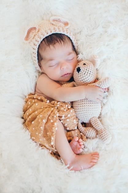 Juguete Del Nacido Un Al Lado Osito Durmiendo De Recién Bebé Con f6Yb7ygv
