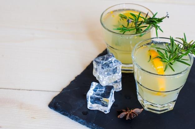 Bebida de desintoxicación de limón Foto Premium