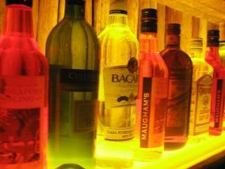 bebidas alcohólicas en la casa, un bar