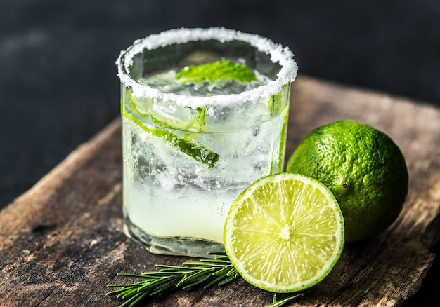 Bebidas frescas de lima macro shot Foto gratis