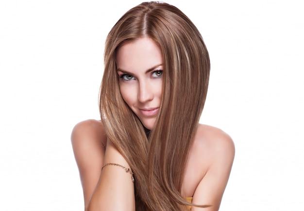 Bello rostro de mujer adulta joven con piel limpia y fresca Foto Premium