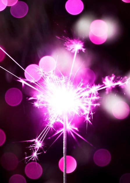 Bengala violeta de año nuevo Foto gratis