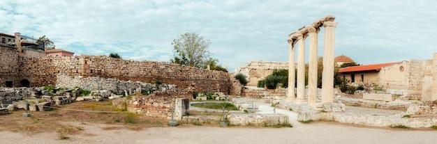 Biblioteca de adriano, lado norte de la acrópolis de atenas en grecia Foto Premium