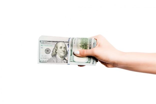 Billetes de dólar en mano femenina sobre fondo blanco aislado. concepto de negocio Foto Premium