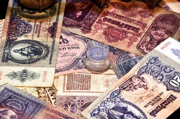 Billetes y monedas Foto gratis