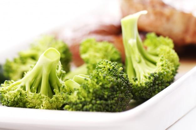 Bistec sabroso con verduras Foto gratis