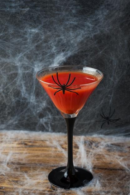 Bloody mary cocktail, telaraña para halloween, Foto Premium
