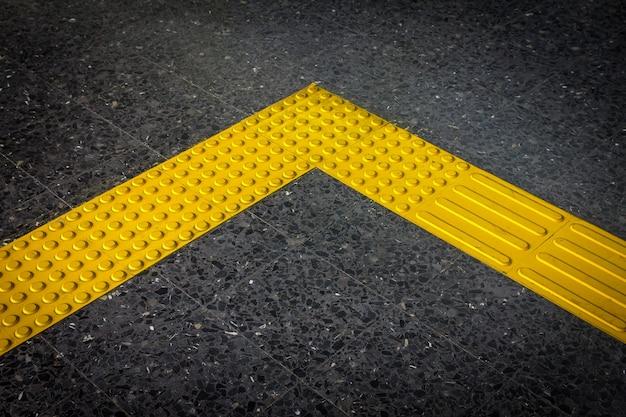 Bloque braille, pavimento táctil para discapacitados ciegos Foto Premium