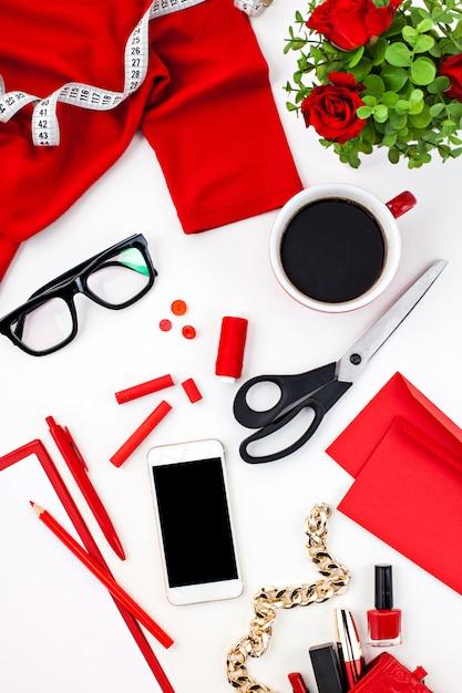 Bodegón de moda mujer, objetos en blanco Foto gratis