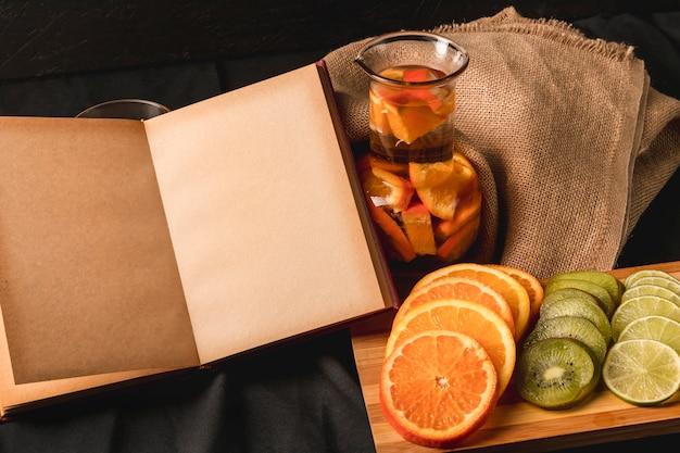 Bodegón temperamental de frutas Foto gratis