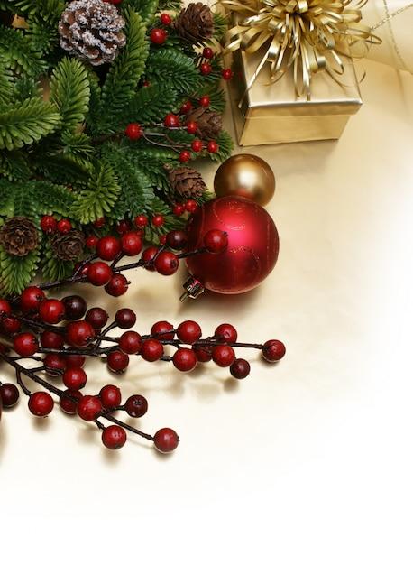Bola roja con frutos rojos de navidad descargar fotos gratis - Bola de navidad con foto ...
