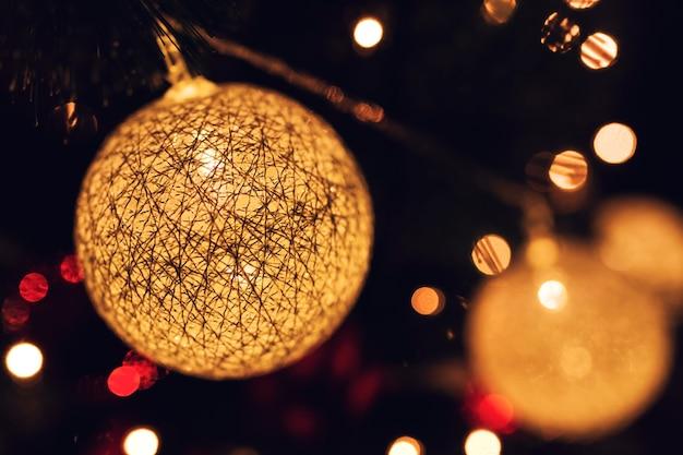 Bolas de navidad con luces dentro y efecto bokeh - Bola de navidad con foto ...
