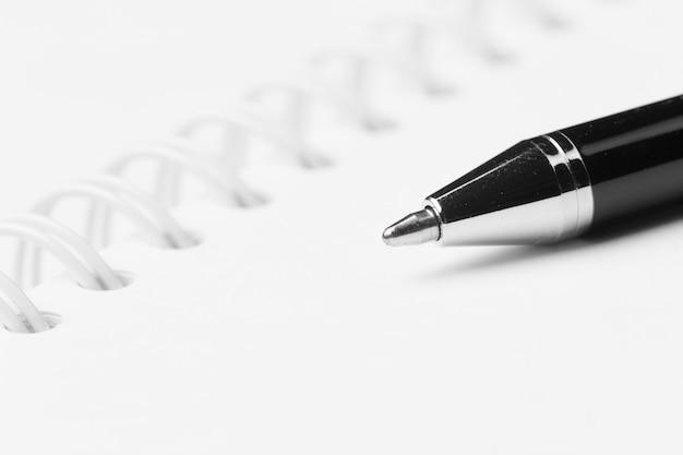 Bolígrafo y cuaderno Foto Premium