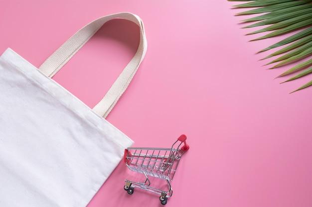 Bolso tote blanco tela tela y carro de picar Foto Premium