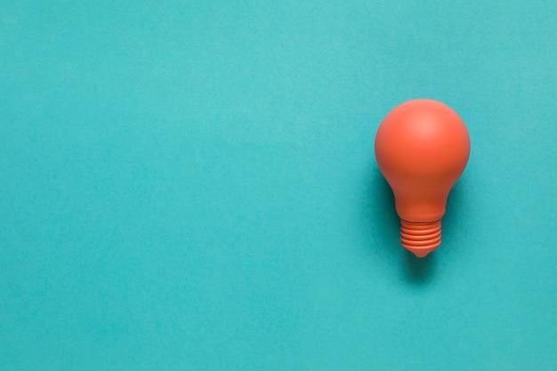 Bombilla de luz color naranja bight Foto gratis