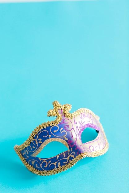 Bonita máscara en azul Foto gratis