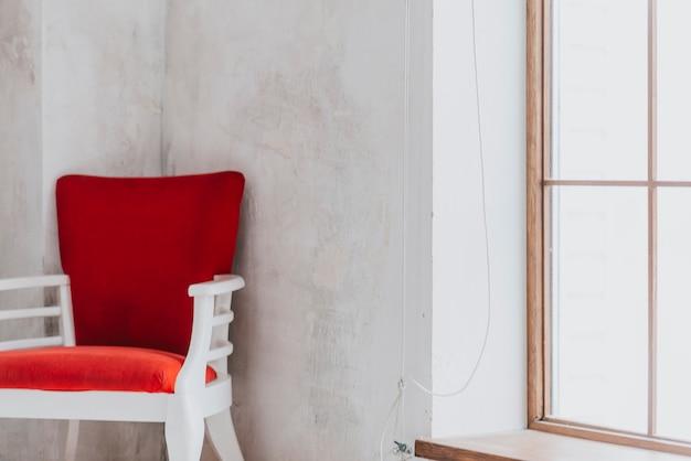 Bonita silla junto a la ventana descargar fotos gratis for Sillas bonitas