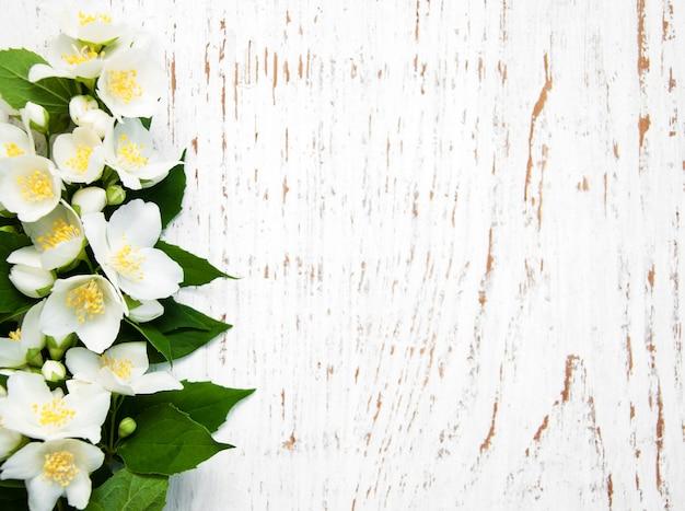 Borde con flores de jazmín Foto Premium