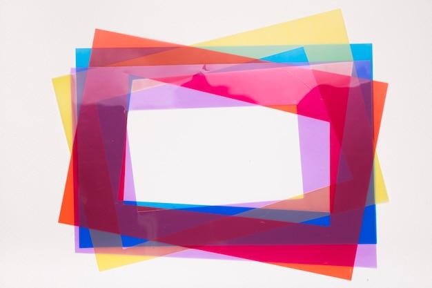 Borde de marco colorido sobre fondo blanco Foto gratis