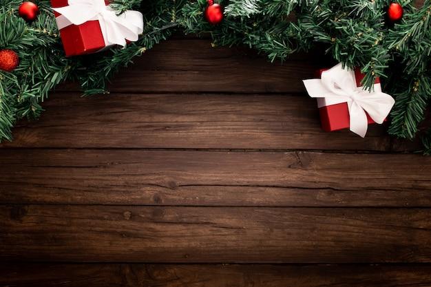 Borde de navidad sobre un fondo de madera Foto gratis