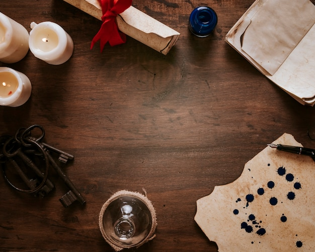 Borde de velas y pergamino Foto gratis