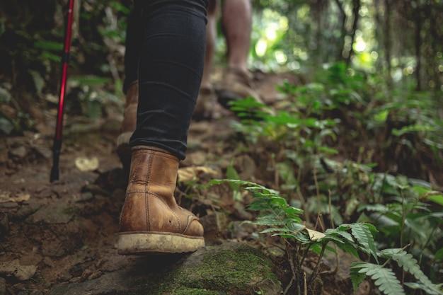 Botas de mujer de senderismo Foto gratis