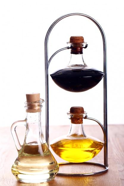 Botellas con aceite Foto gratis
